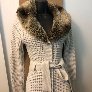 White Knit sweater with attached faux fur collar